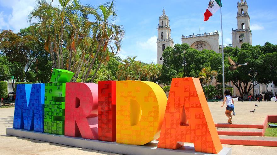 Tour aereo a m rida y uxmal saliendo de cancun cozumel o for Muebles de oficina merida yucatan